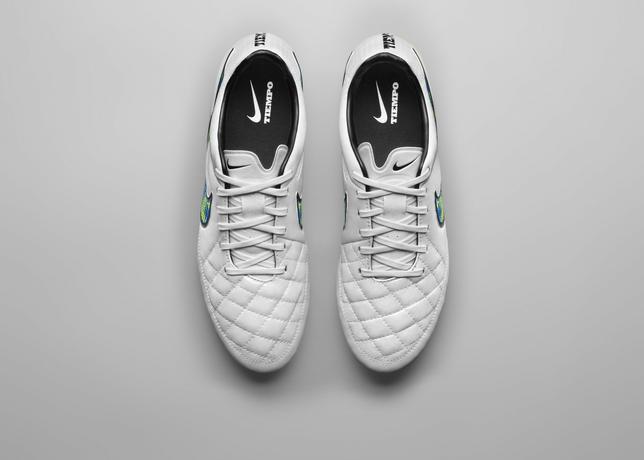Nike, arriva la Shine Through Collection