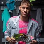 Neymar-Jr-Hypervenom_liquid_diamond-2015