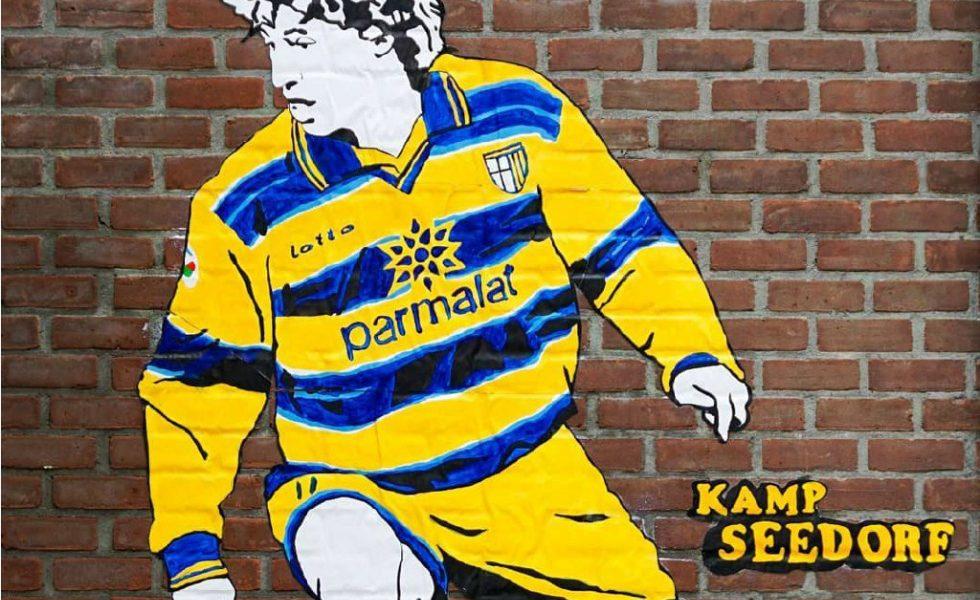 Kamp Seedorf, da Amsterdam i 'Banksy del calcio'