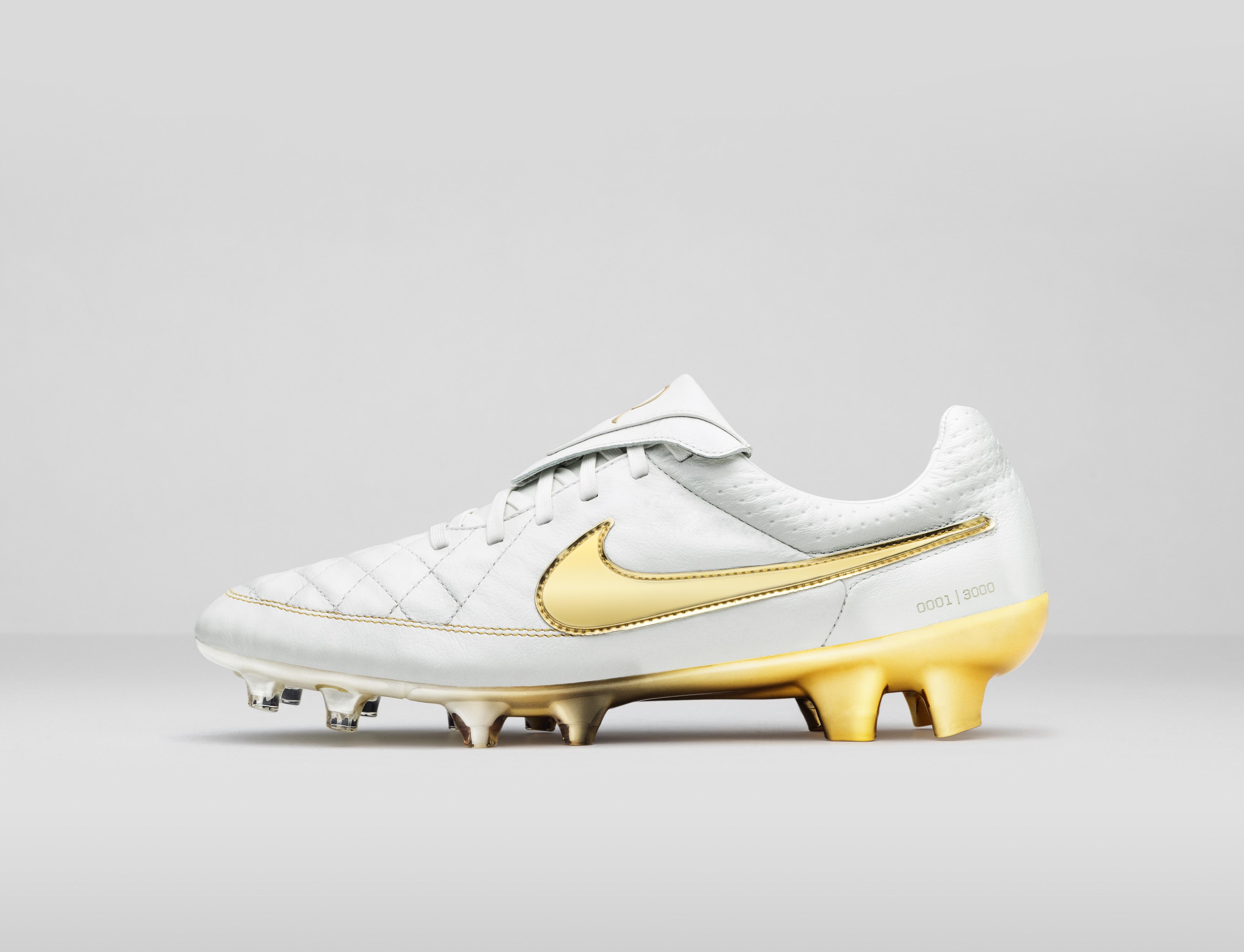 scarpe da calcio nike bianche e oro