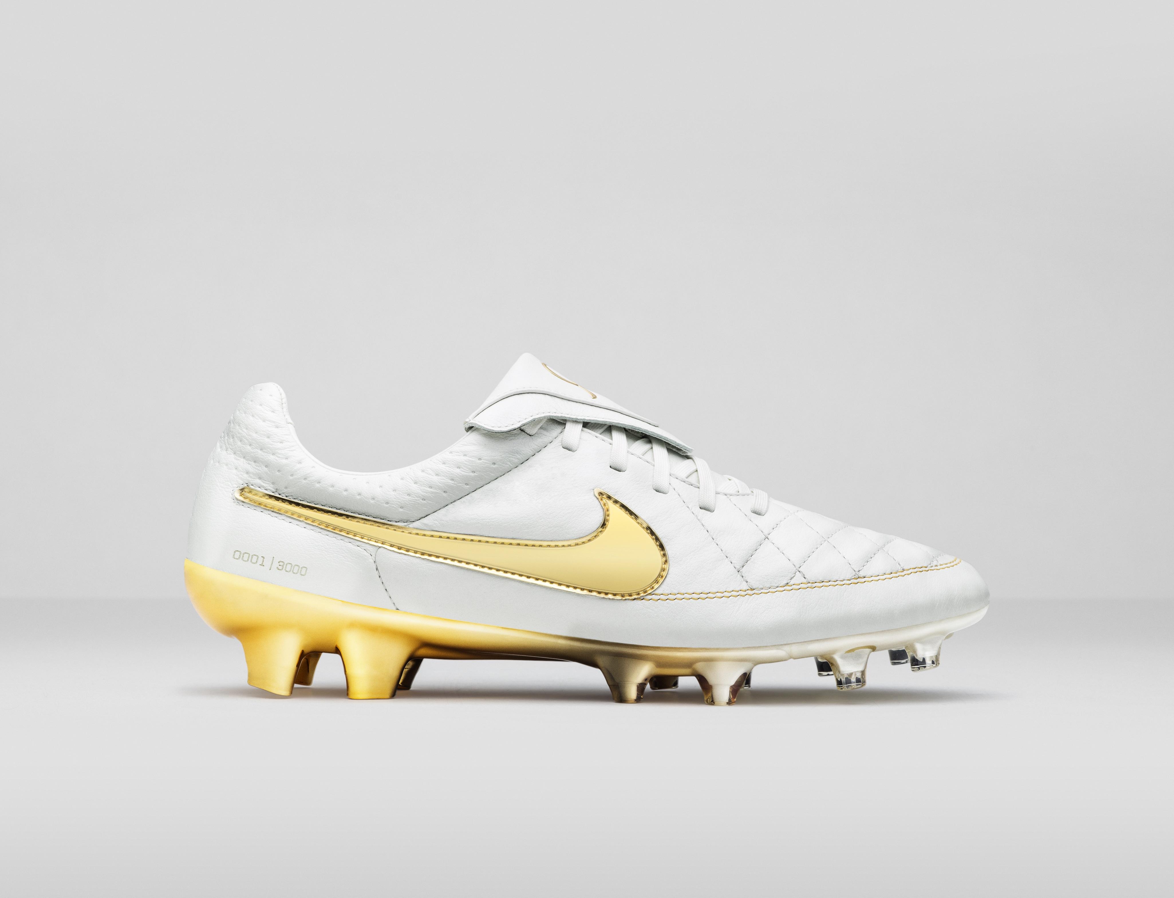 Touch of gold, le nuove Nike Tiempo di Ronaldinho