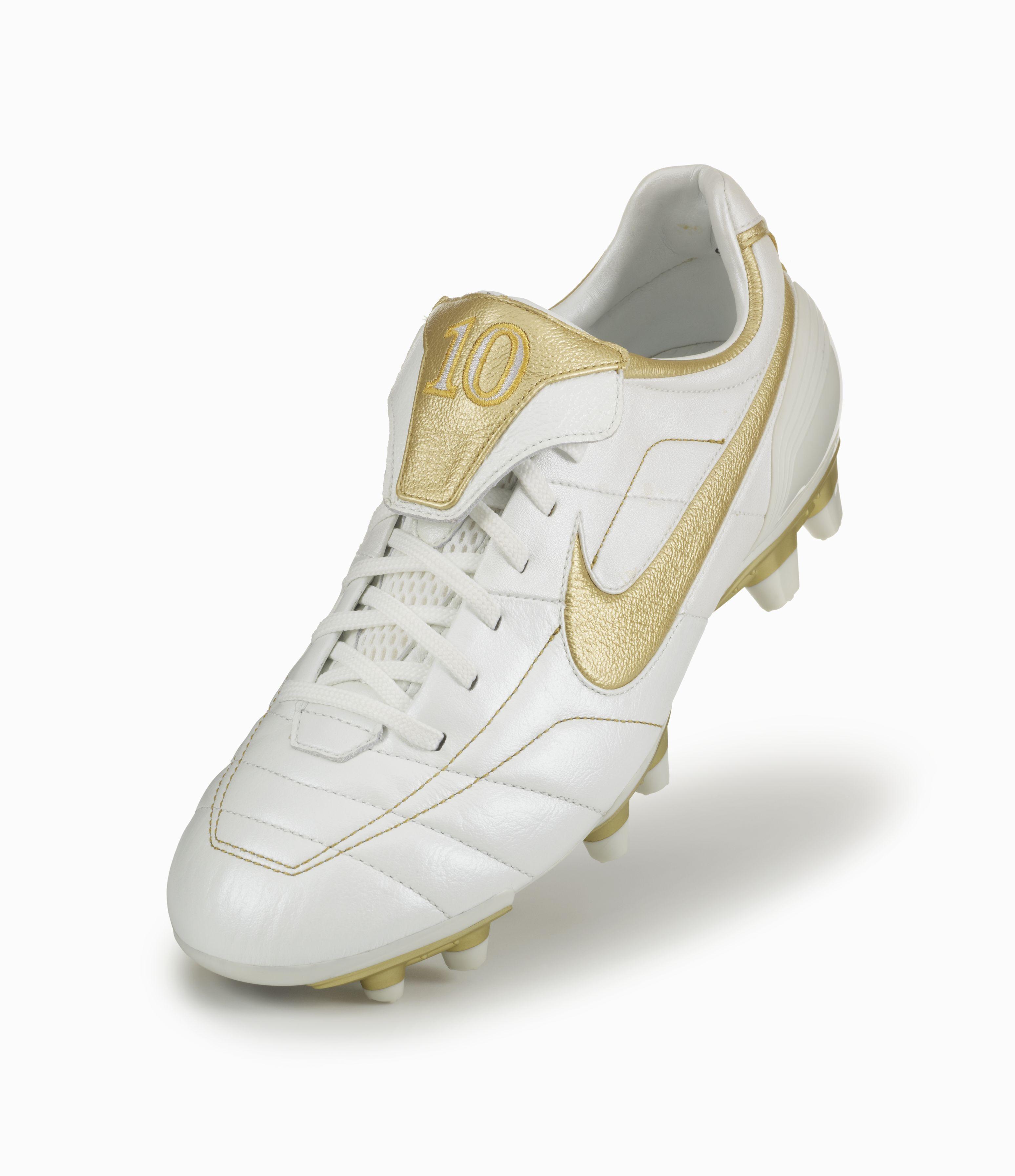 Nike Tiempo Oro