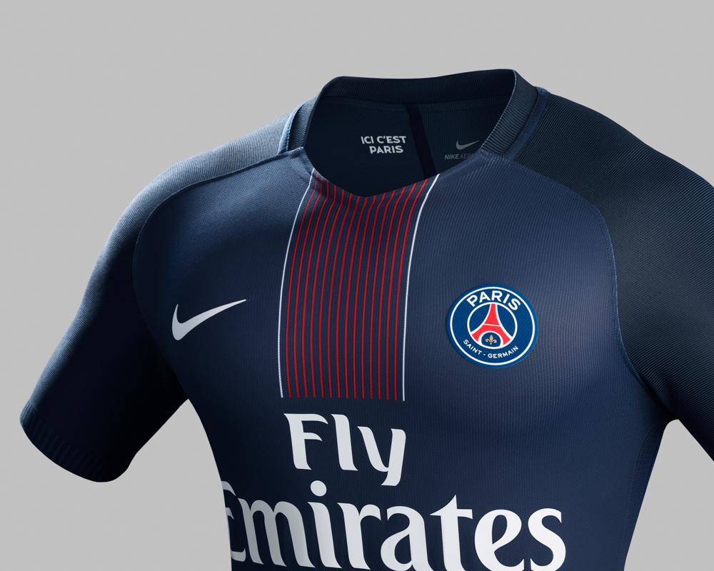 completo calcio Paris Saint-Germain vesti