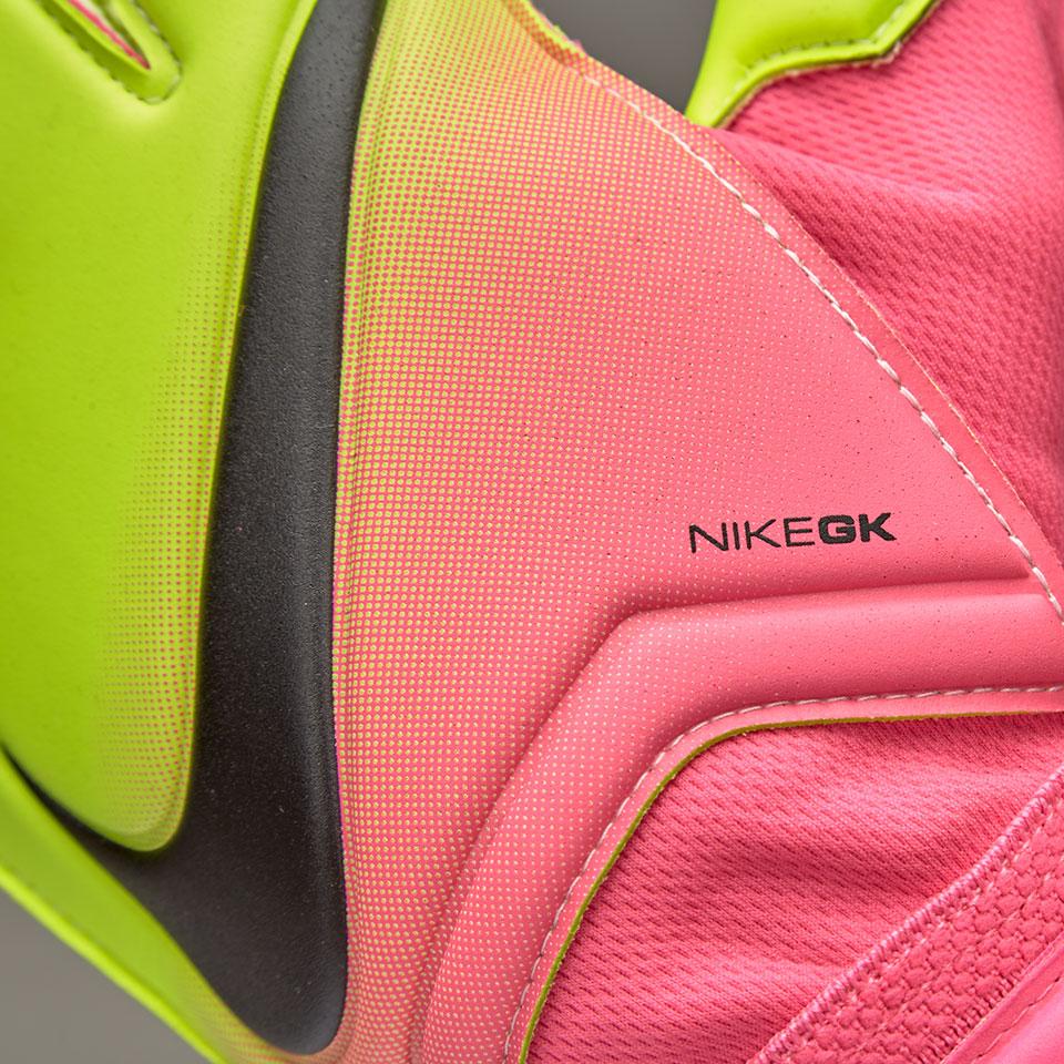 Nike_GK_Vapor_Grip3_4
