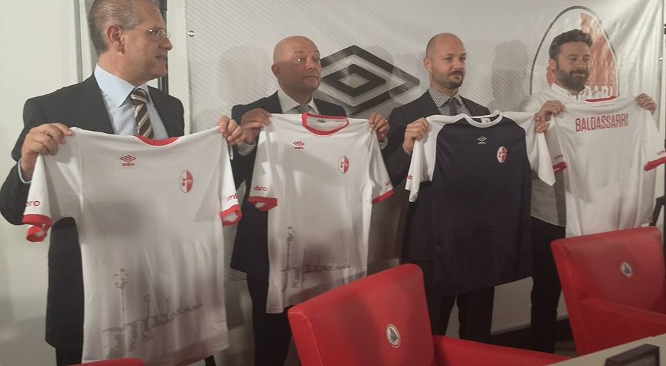 http://www.footballnerds.it/wp-content/uploads/2016/07/Maglia-Bari1.jpg