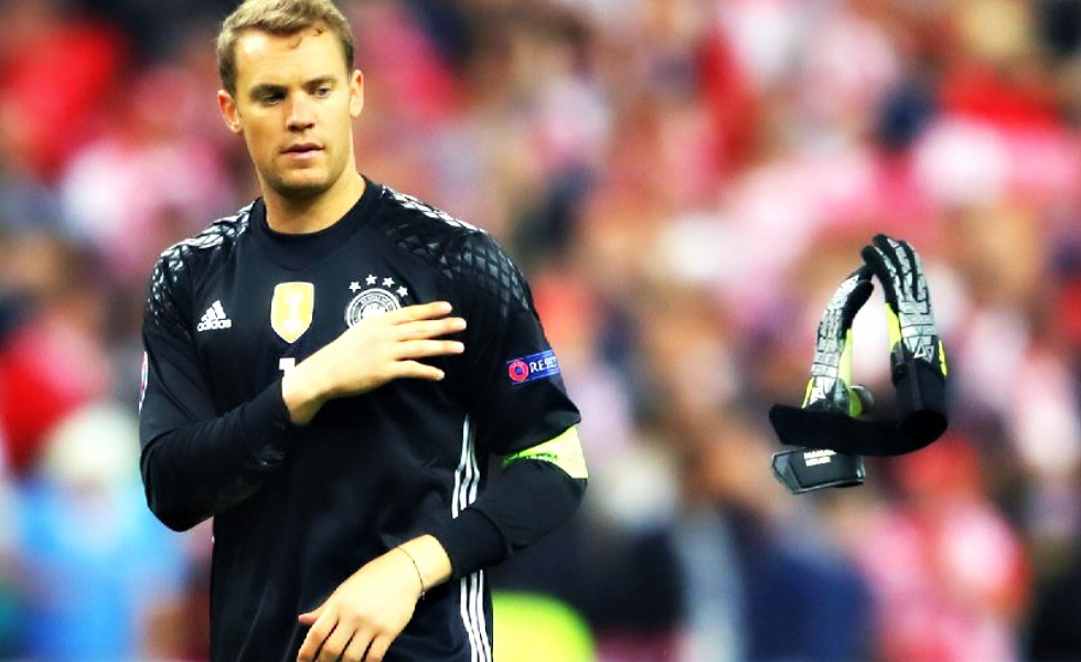 Adidas Ace 2016, i guanti di Manuel Neuer