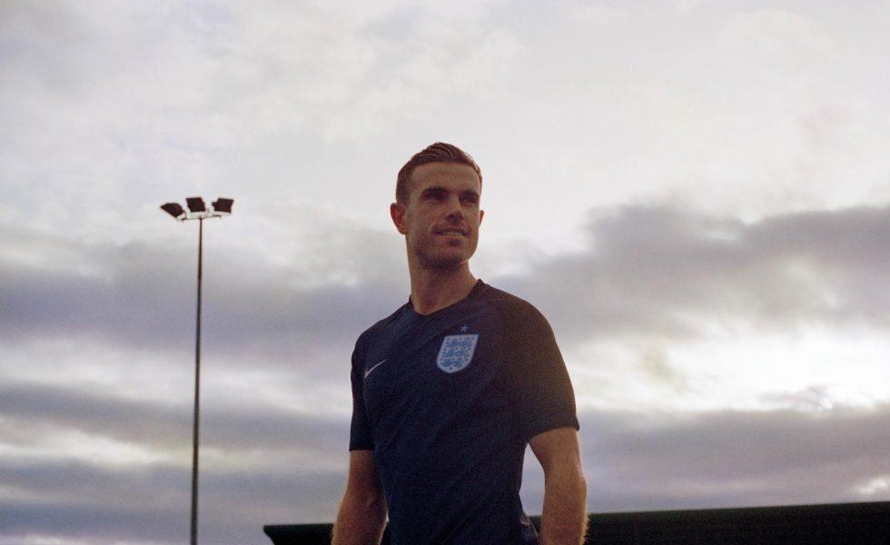 Nike, la seconda maglia dell'Inghilterra 2017 è blu