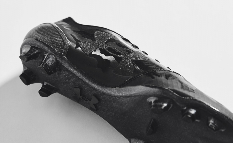 Under Armour lancia le Spotlight 2.0 Stealth Black