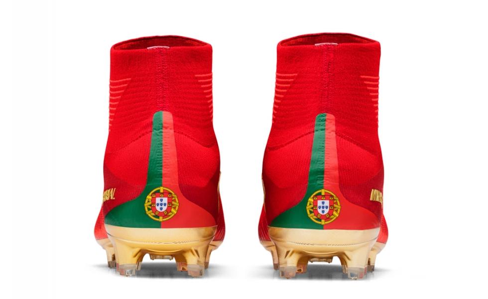 risparmi fantastici nuovo massimo super economico rispetto a Nike celebra Ronaldo e il Portogallo con le Mercurial CR7 ...