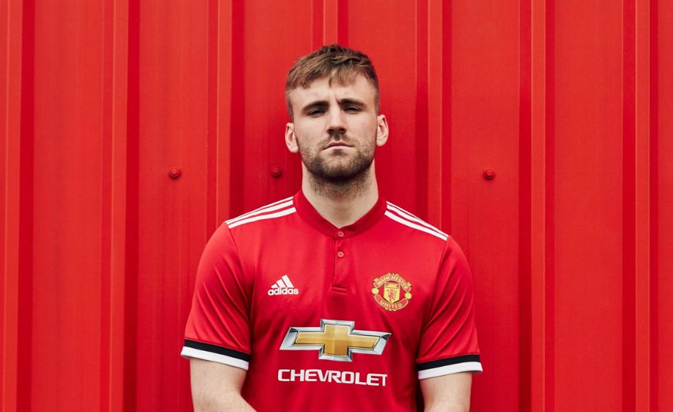 Adidas, la maglia home del Manchester United