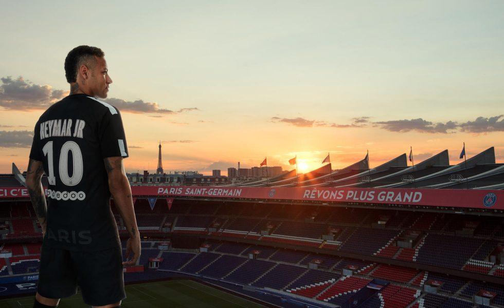 PSG, terza maglia nera per Neymar e Mbappe