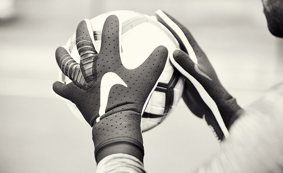 Ridisegnare i guanti da portiere: Nike Mercurial Touch Elite
