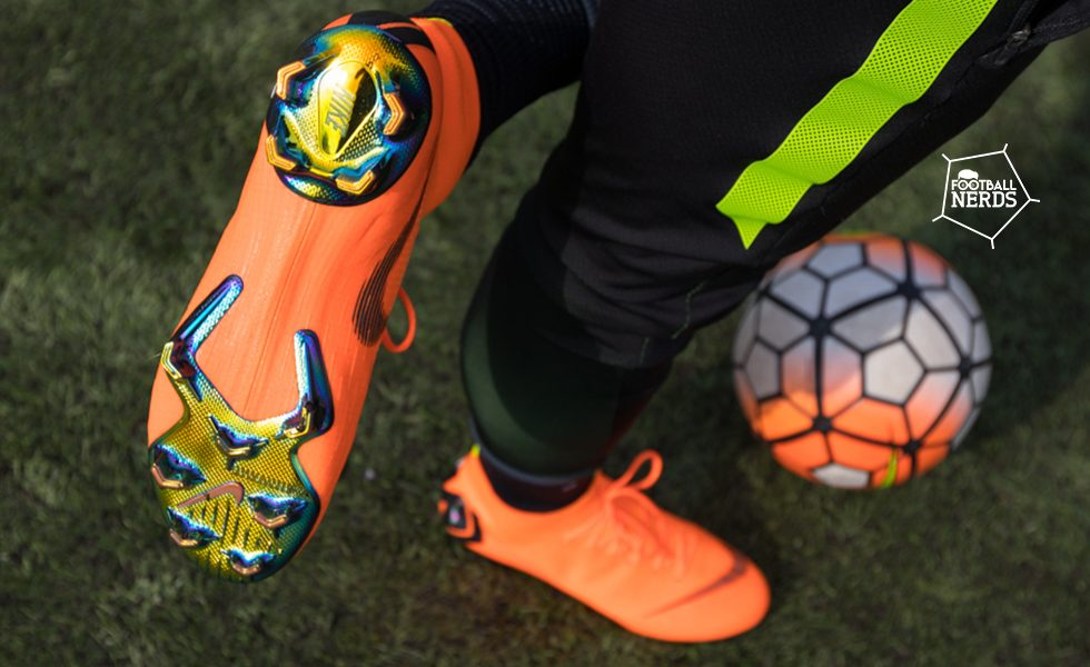 Tutti i tipi di suola delle scarpe da calcio: quale scegliere?