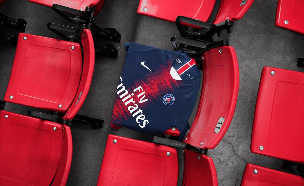 Nike lancia l'elettrizzante maglia Home del PSG 2018 2019