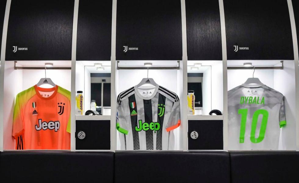 La maglia Juventus x PALACE x adidas. FOTO