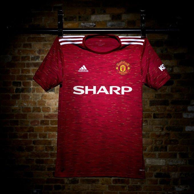 L'iconica scritta Sharp sulle maglie 2020-2021 sponsor vintage del Man Utd